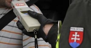 Skalickí policajti namerali šoférovi zo Senice viac ako 3 promile!