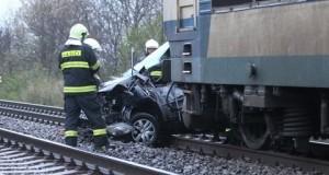 Pri Skalici sa zrazil vlak s osobným autom