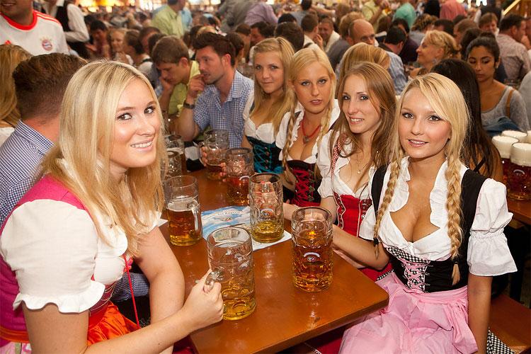 oktoberfest-guida-come-arrivare-orari-birra-vestiti-ragazze