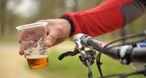 Cyklistu pod vplyvom alkoholu zrazilo auto