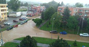 FOTO: Senica po búrke pod vodou!