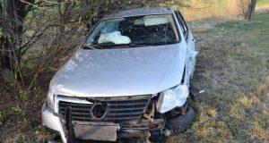 21 ročný vodič spôsobil zrážku s autobusom pri Radošovciach.