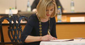 FOTO: Anna Mierna sa ujala funkcie. Sľub nezložil jeden poslanec.