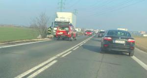 Pri obci Vrádište je pokazený kamión!