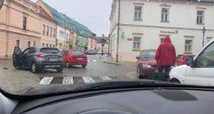 Dopravná nehoda v centre Skalice