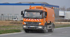 Práce na čistení mesta v Senici pokračujú