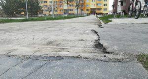 V Senici opravia chodníky vo vnútroblokoch S. Jurkoviča