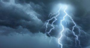 VAROVANIE: Na Záhorí sa od západu blíži silná búrka!