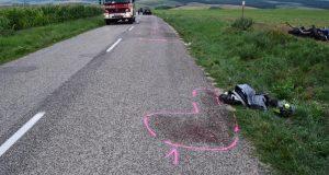 Predchádzal osobné auto v neprehľadnom úseku, spôsobil vážnu dopravnú nehodu!