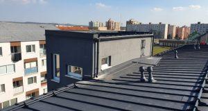Strhnutá strecha po víchrici v Senici je už hotová!