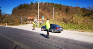 Obišli s mastnou pokutou: Bez rúšok, oznamovateľka na pátraní a vodič bez vodičského!